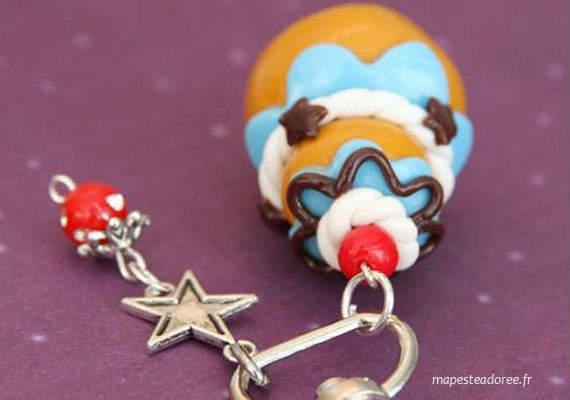 Porte-clefs religieuses bleues créé par Ma Peste Adorée